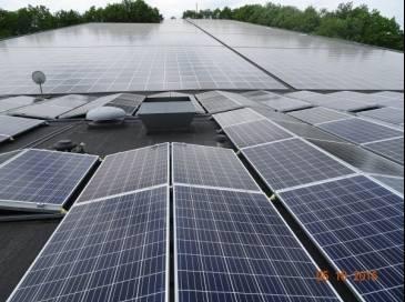 Zonnepanelen op dak Montana Snowcenter